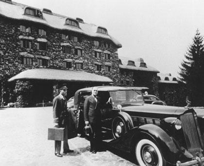 Franklin D. Roosevelt in front of Grove Inn & Spa Resort