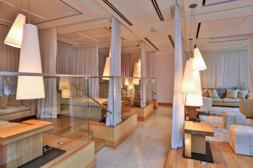 exhale spa bad harbour ritz lounge area