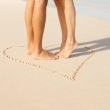 Couple romance kissing on the beach.