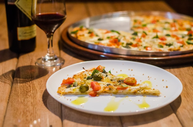 Cauliflower Pizza Recipe: The Healthy Alternative to a Quick Cheat Meal