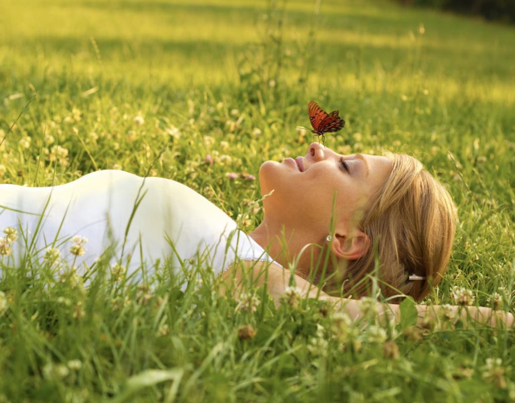 grounding-ritual-grass
