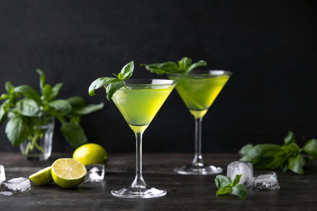 vodka-drinks-basil-gimlet