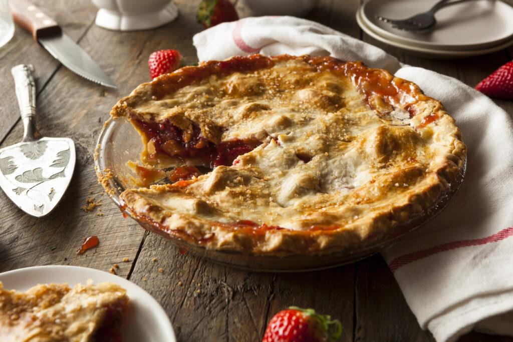 fourth-of-july-strawberry-rhubarb-pie